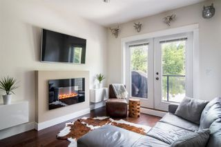 "Photo 2: 103 3382 VIEWMOUNT Drive in Port Moody: Port Moody Centre Townhouse for sale in ""Lillium Villas"" : MLS®# R2187469"