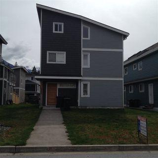 Photo 1: 1808 WILLOW Crescent in Squamish: Garibaldi Estates House for sale : MLS®# R2258398