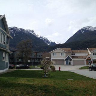 Photo 3: 1808 WILLOW Crescent in Squamish: Garibaldi Estates House for sale : MLS®# R2258398