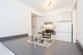 "Photo 7: 302 2195 W 5TH Avenue in Vancouver: Kitsilano Condo for sale in ""The Heartstone"" (Vancouver West)  : MLS®# R2259662"