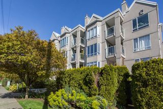 "Photo 1: 302 2195 W 5TH Avenue in Vancouver: Kitsilano Condo for sale in ""The Heartstone"" (Vancouver West)  : MLS®# R2259662"