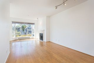 "Photo 4: 302 2195 W 5TH Avenue in Vancouver: Kitsilano Condo for sale in ""The Heartstone"" (Vancouver West)  : MLS®# R2259662"