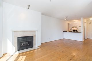 "Photo 5: 302 2195 W 5TH Avenue in Vancouver: Kitsilano Condo for sale in ""The Heartstone"" (Vancouver West)  : MLS®# R2259662"