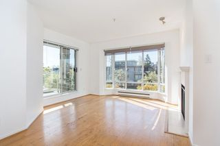 "Photo 2: 302 2195 W 5TH Avenue in Vancouver: Kitsilano Condo for sale in ""The Heartstone"" (Vancouver West)  : MLS®# R2259662"