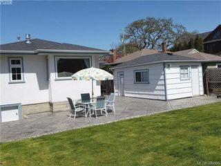 Photo 17: 2063 Kings Road in VICTORIA: OB Henderson Single Family Detached for sale (Oak Bay)  : MLS®# 390666