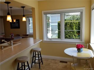 Photo 10: 2063 Kings Road in VICTORIA: OB Henderson Single Family Detached for sale (Oak Bay)  : MLS®# 390666