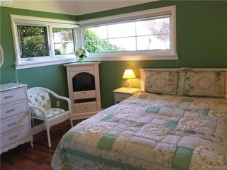 Photo 4: 2063 Kings Road in VICTORIA: OB Henderson Single Family Detached for sale (Oak Bay)  : MLS®# 390666