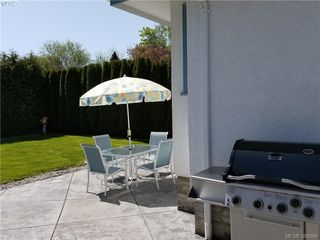 Photo 15: 2063 Kings Road in VICTORIA: OB Henderson Single Family Detached for sale (Oak Bay)  : MLS®# 390666