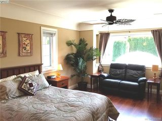 Photo 13: 2063 Kings Road in VICTORIA: OB Henderson Single Family Detached for sale (Oak Bay)  : MLS®# 390666