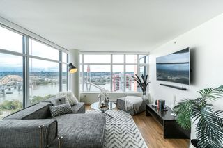 """Photo 2: 1502 188 AGNES Street in New Westminster: Downtown NW Condo for sale in """"ELLIOT STREET"""" : MLS®# R2354201"""