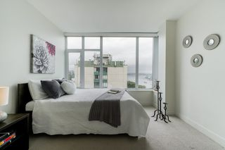 """Photo 13: 1502 188 AGNES Street in New Westminster: Downtown NW Condo for sale in """"ELLIOT STREET"""" : MLS®# R2354201"""