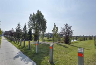 Photo 2: 5982 SOUTH TERWILLEGAR Boulevard in Edmonton: Zone 14 House Half Duplex for sale : MLS®# E4152093