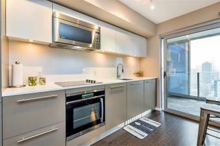 Photo 3: 2204 999 SEYMOUR Street in Vancouver: Downtown VW Condo for sale (Vancouver West)  : MLS®# R2377221