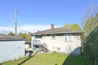 Photo 10: 4925 SHERBROOKE Street in Vancouver: Knight House for sale (Vancouver East)  : MLS®# R2378233