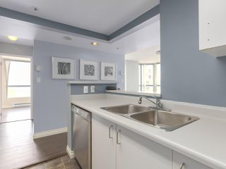 """Photo 7: 1001 55 TENTH Street in New Westminster: Downtown NW Condo for sale in """"WESTMINSTER TOWERS"""" : MLS®# R2380852"""