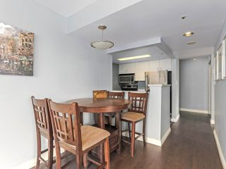 """Photo 4: 1001 55 TENTH Street in New Westminster: Downtown NW Condo for sale in """"WESTMINSTER TOWERS"""" : MLS®# R2380852"""
