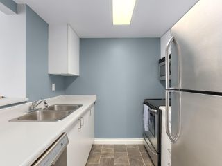 """Photo 5: 1001 55 TENTH Street in New Westminster: Downtown NW Condo for sale in """"WESTMINSTER TOWERS"""" : MLS®# R2380852"""