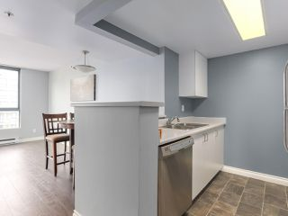 """Photo 6: 1001 55 TENTH Street in New Westminster: Downtown NW Condo for sale in """"WESTMINSTER TOWERS"""" : MLS®# R2380852"""