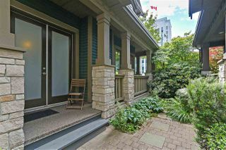 Photo 2: 2720 YUKON Street in Vancouver: Mount Pleasant VW 1/2 Duplex for sale (Vancouver West)  : MLS®# R2383340
