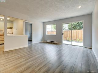 Photo 2: 11 515 Mount View Avenue in VICTORIA: Co Hatley Park Row/Townhouse for sale (Colwood)  : MLS®# 415754