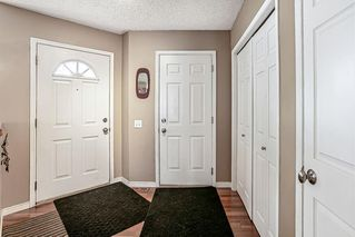 Photo 2: 26 SILVERGROVE Close NW in Calgary: Silver Springs Row/Townhouse for sale : MLS®# C4301182