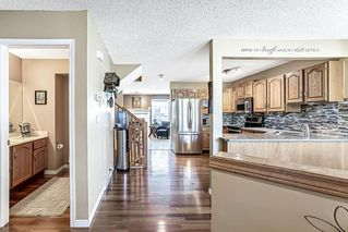Photo 4: 26 SILVERGROVE Close NW in Calgary: Silver Springs Row/Townhouse for sale : MLS®# C4301182