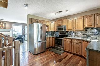 Photo 9: 26 SILVERGROVE Close NW in Calgary: Silver Springs Row/Townhouse for sale : MLS®# C4301182