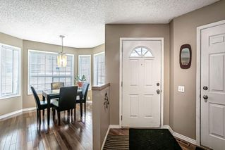 Photo 3: 26 SILVERGROVE Close NW in Calgary: Silver Springs Row/Townhouse for sale : MLS®# C4301182