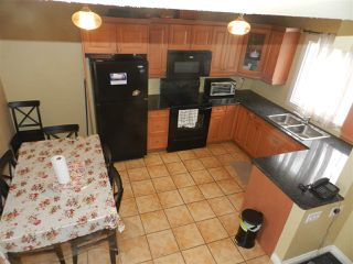 Photo 3: 1106 LAKEWOOD Road N in Edmonton: Zone 29 Townhouse for sale : MLS®# E4210534