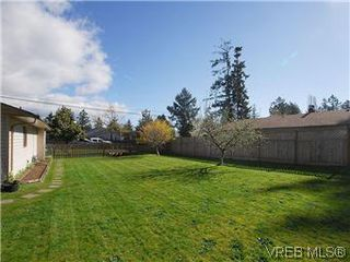 Photo 17: 709 Kelly Rd in VICTORIA: Co Hatley Park Single Family Detached for sale (Colwood)  : MLS®# 570145
