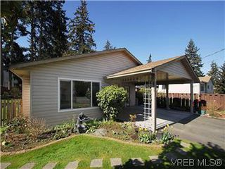 Photo 2: 709 Kelly Rd in VICTORIA: Co Hatley Park Single Family Detached for sale (Colwood)  : MLS®# 570145