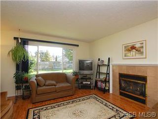 Photo 3: 709 Kelly Rd in VICTORIA: Co Hatley Park Single Family Detached for sale (Colwood)  : MLS®# 570145