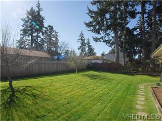 Photo 20: 709 Kelly Rd in VICTORIA: Co Hatley Park Single Family Detached for sale (Colwood)  : MLS®# 570145