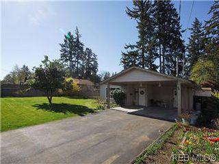Photo 1: 709 Kelly Rd in VICTORIA: Co Hatley Park Single Family Detached for sale (Colwood)  : MLS®# 570145