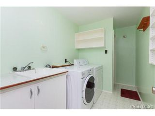Photo 14: 515 Broadway St in VICTORIA: SW Glanford Single Family Detached for sale (Saanich West)  : MLS®# 712844