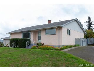 Photo 3: 515 Broadway St in VICTORIA: SW Glanford Single Family Detached for sale (Saanich West)  : MLS®# 712844