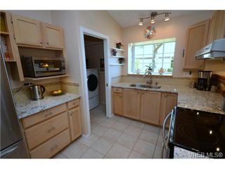 Photo 8: 42 901 Kentwood Lane in VICTORIA: SE Broadmead Townhouse for sale (Saanich East)  : MLS®# 363021
