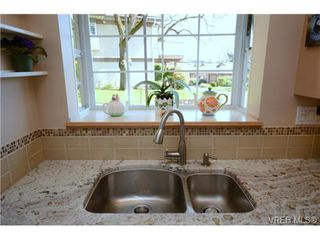Photo 10: 42 901 Kentwood Lane in VICTORIA: SE Broadmead Townhouse for sale (Saanich East)  : MLS®# 363021