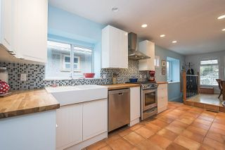 Photo 2: 2228 PARKER Street in Vancouver: Grandview VE House for sale (Vancouver East)  : MLS®# R2151136