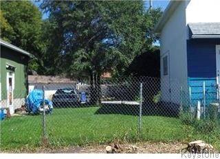 Main Photo: 483 Martin Avenue in Winnipeg: Elmwood Residential for sale (3A)  : MLS®# 1716127