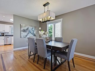 Photo 11: 31 WOODMONT Way SW in Calgary: Woodbine House for sale : MLS®# C4125485
