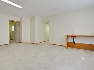 Photo 37: 31 WOODMONT Way SW in Calgary: Woodbine House for sale : MLS®# C4125485