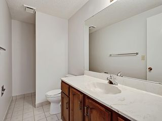 Photo 35: 31 WOODMONT Way SW in Calgary: Woodbine House for sale : MLS®# C4125485