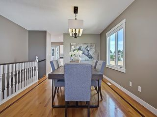 Photo 9: 31 WOODMONT Way SW in Calgary: Woodbine House for sale : MLS®# C4125485