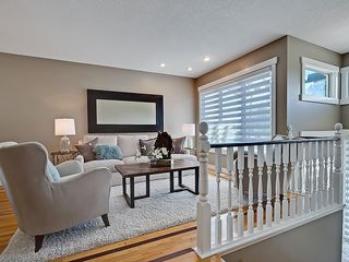 Photo 5: 31 WOODMONT Way SW in Calgary: Woodbine House for sale : MLS®# C4125485