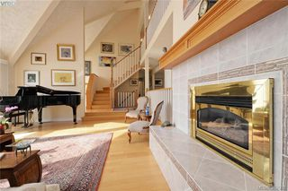 Photo 4: 878 Denford Crescent in VICTORIA: SE Lake Hill Single Family Detached for sale (Saanich East)  : MLS®# 382091