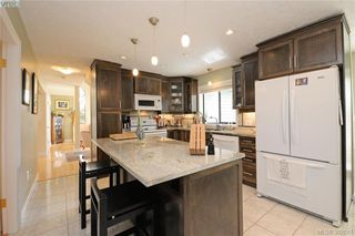 Photo 6: 878 Denford Crescent in VICTORIA: SE Lake Hill Single Family Detached for sale (Saanich East)  : MLS®# 382091