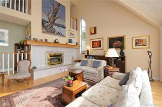 Photo 3: 878 Denford Crescent in VICTORIA: SE Lake Hill Single Family Detached for sale (Saanich East)  : MLS®# 382091