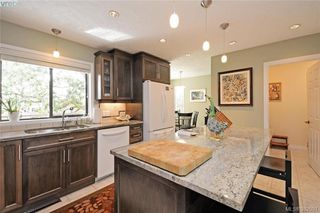 Photo 7: 878 Denford Crescent in VICTORIA: SE Lake Hill Single Family Detached for sale (Saanich East)  : MLS®# 382091