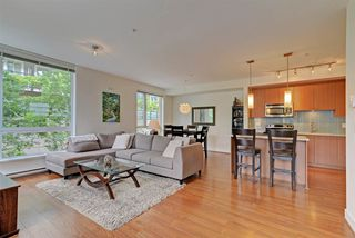 "Photo 3: 124 735 W 15TH Street in North Vancouver: Hamilton Townhouse for sale in ""Seven35"" : MLS®# R2305774"